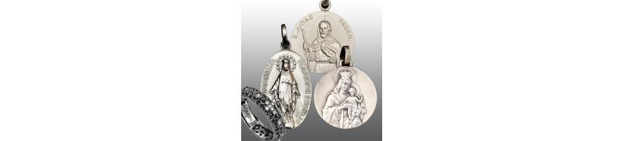 Medallas y pulseras